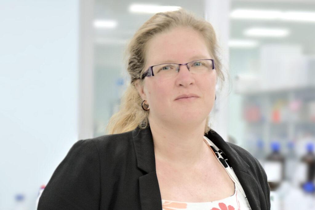 Melissa in the lab(featuredimage)